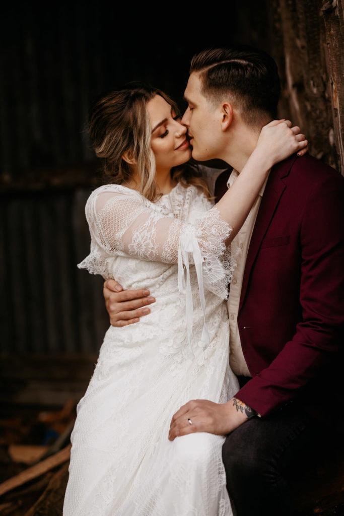 Scotland woodland elopement couple kiss